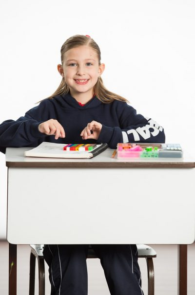 Necali alumna niña vertical primaria